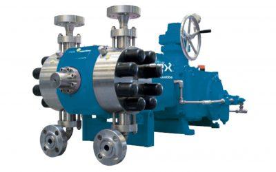 Metering pump with double-acting diaphragm pump head